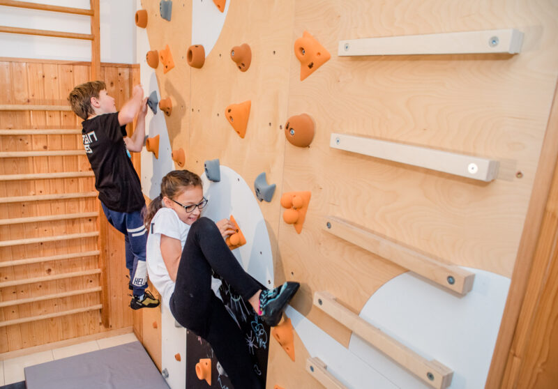 Children climbing wall BLOCKIds 6 installed 3